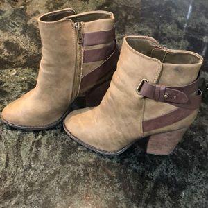 Cute fall Aldo booties - tan with brown buckles